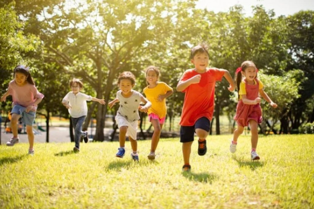 Picture of a groups of kids playing